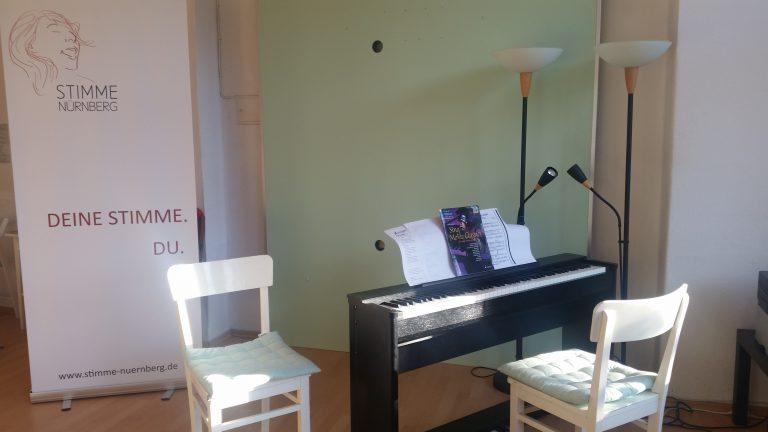 Gesangsstudio mit Klavier